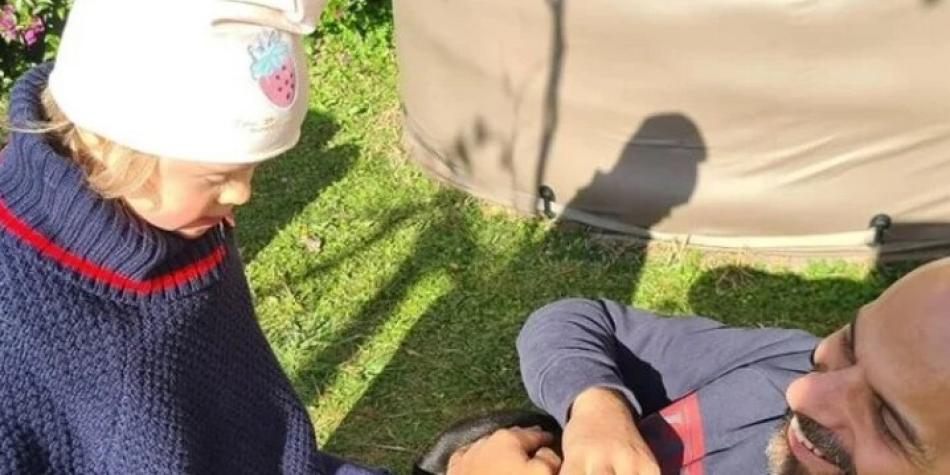 Un hombre gay adoptó a niña rechazada por tener síndrome de Down